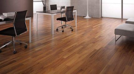 come pulire un pavimento in legno e parquet
